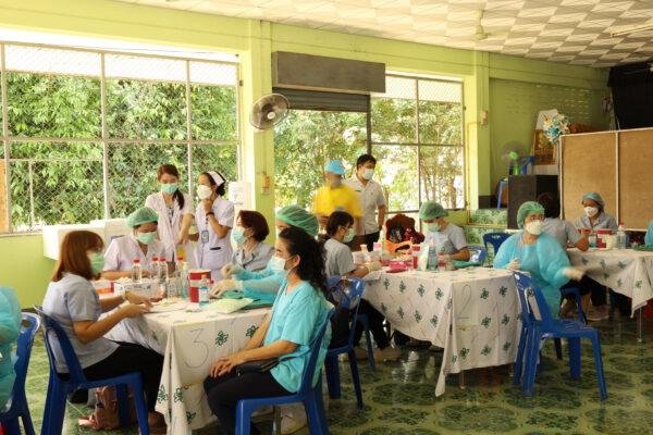 เทศบาลตำบลปัว ร่วมกับ โรงพยาบาลสมเด็จพระยุพราชปัว ให้บริการฉีดวัคซีน โควิด-19